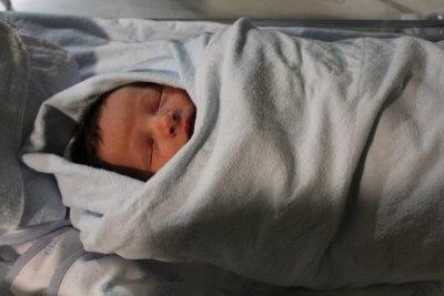 neonato in coperta
